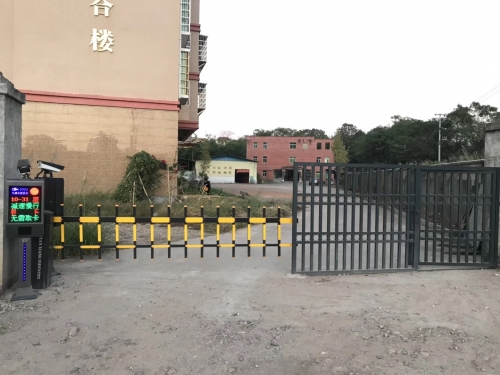 【兴国客户案例】车牌识别+栅栏道闸