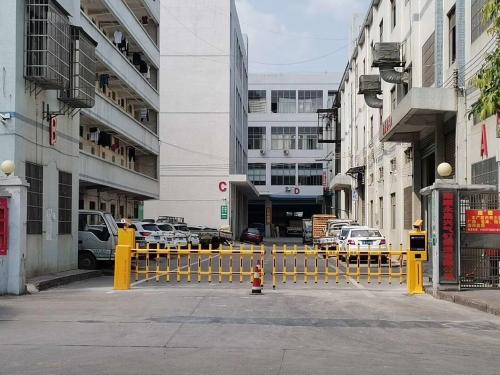 【产品案例】南康正虹电子工业园车牌识别系统+栅栏道闸