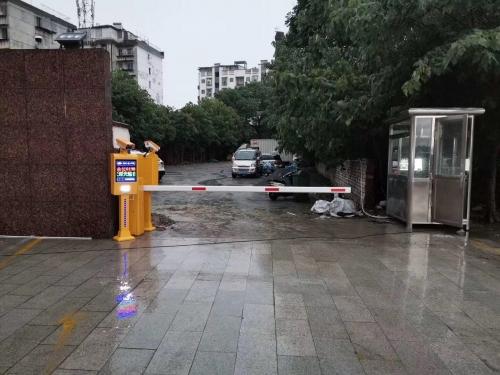 【产品案例】西津门停车场 车牌识别+24v直流无刷9秒道闸 起落快又稳